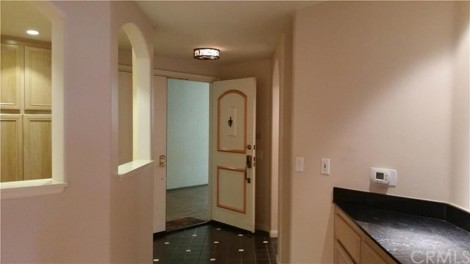 Hollywood Hills Condo for Sale - Foyer